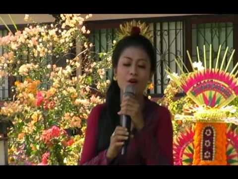Bungan Sandat - Juara I Lomba Karaoke Putri Hut 37 Triska