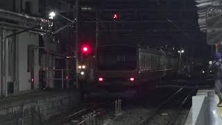 最終列車の時間帯に、EF64-1032牽引総武線E231系6扉車含む余剰車両の配給列車が到着した長野駅。
