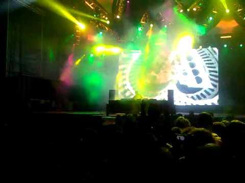 Axwell plays Alesso  Raise Your Head w Daft Punk  Technologic Acapella @ Sudoeste TMN 2011