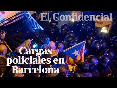 Enfrentamientos entre Mossos e independentistas en la noche de Barcelona