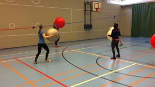 Jumppapallolla lentopalloa