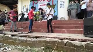 Ang galing ng guitarista at drummer nila. Wow, ito ang lupit. Panoo...