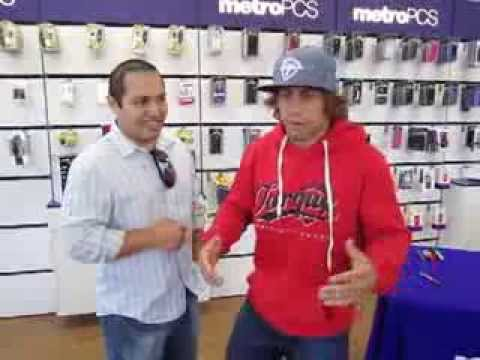 """Urijah """"THE CALIFORNIA KID"""" Faber gives a shot out to Venture Realty Houston Real Estate Investments"""