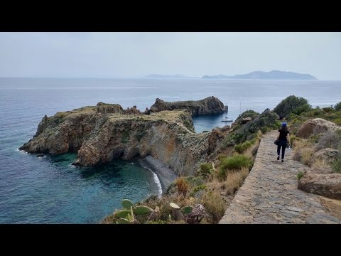 TRAVEL VLOG: visiting two Aeolian islands (Panarea and Stromboli)
