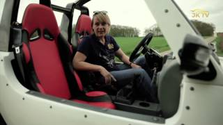 Jutta Kleinschmidt testet Quadix Buggy 800 Straßenversion