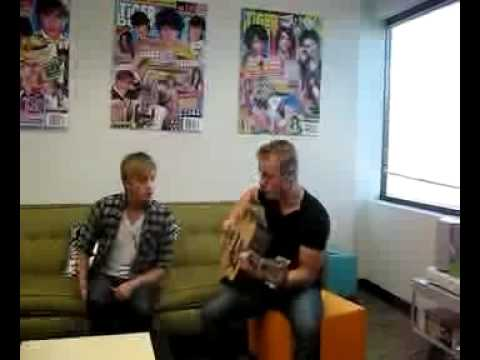 """The Carter Twins Sing """"Let It Snow"""" For Tiger Beat & BOP!"""
