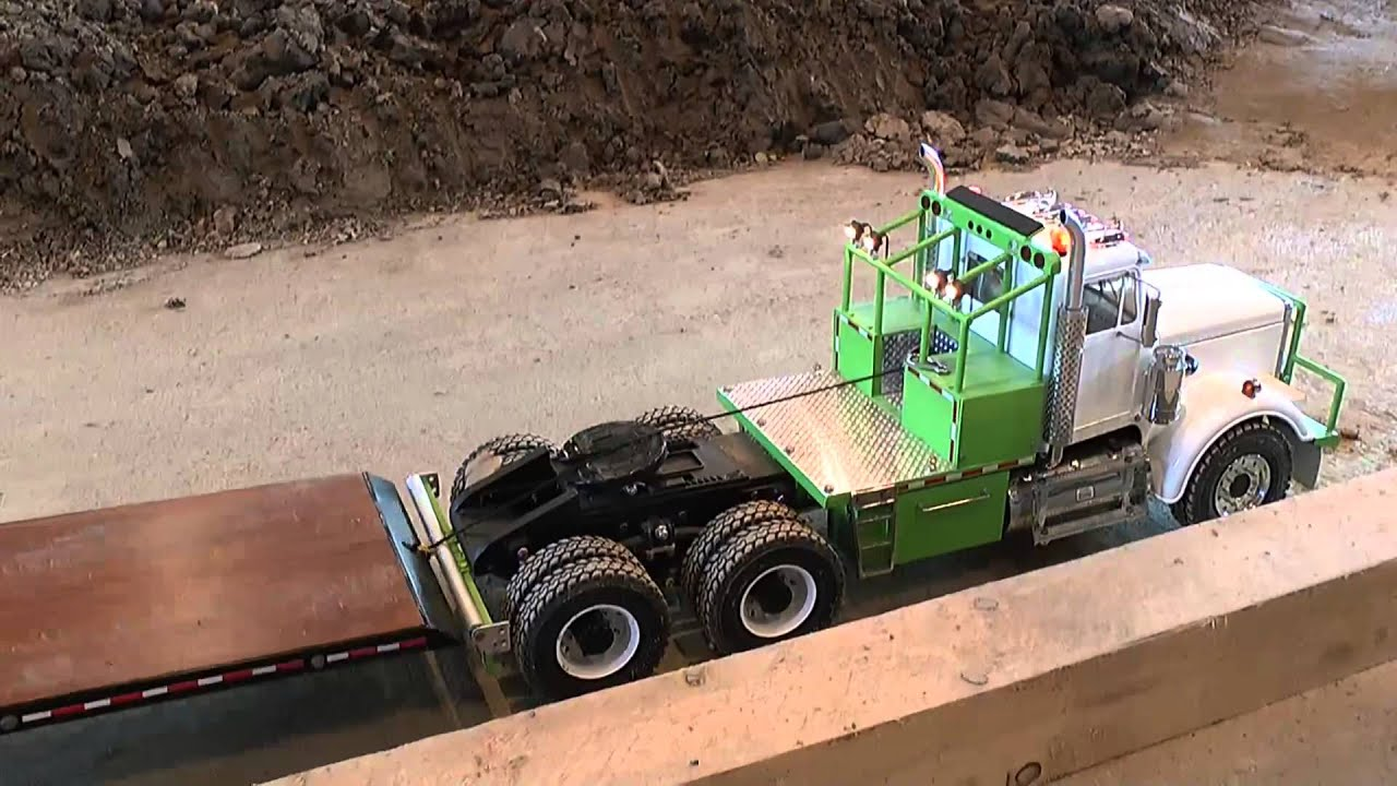 rc construction site us truck and trailer youtube. Black Bedroom Furniture Sets. Home Design Ideas