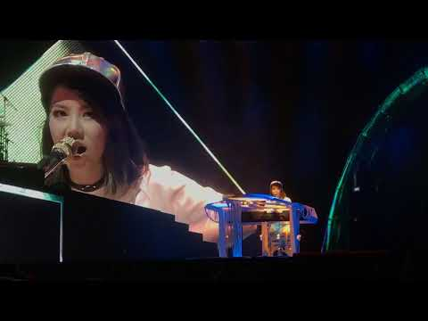 G.E.M. 邓紫棋 漂向北方 LIVE Queen of Hearts 2017 Singapore 12 aug 2017