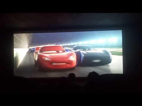 Cars 3 choque del Rayo Mcqueen (español latino)