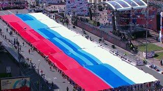 В Москве проходит митинг-концерт в честь 350-летия российского флага.