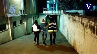 La Policía detiene a dos personas por agredir a una agente en los altercados en favor de Hasél