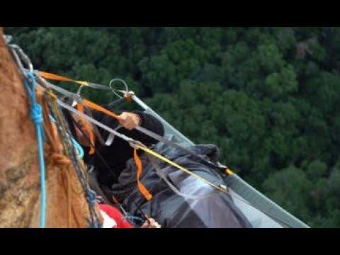 Equipe do Domingo Espetacular se arrisca a 100 metros de altura