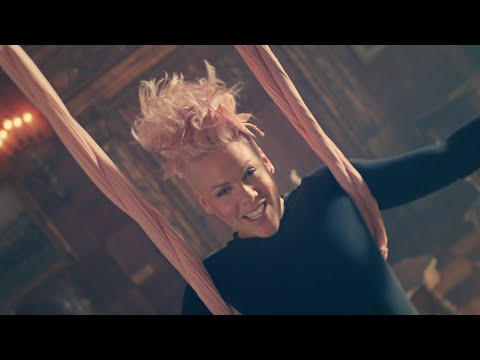 Alice Attraverso Lo Specchio | P!nk - Just Like Fire - Music Video