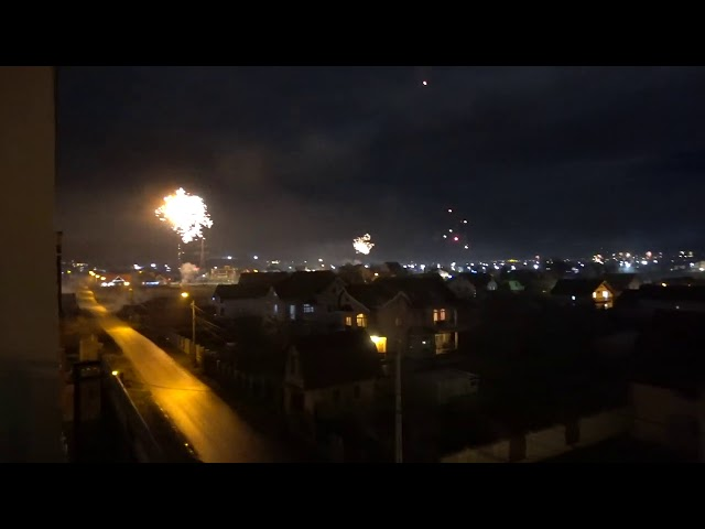 🤗 Happy New Year - 2021, 5 Minutes of Fireworks as seen in Targu Mures Romania 🤗