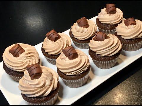les-cupcakes-au-kinder-bueno-et-topping-au-nutella