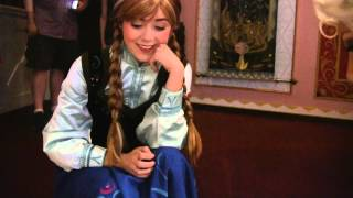 Anna and Elsa (Frozen) Meet a Puppy in Disneyland