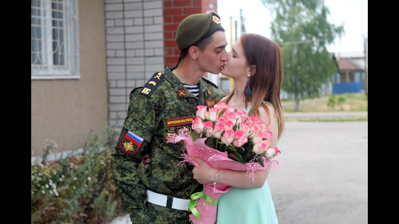 Парень пришел с армии и девушку свою, онлайн порно видео в костюмах
