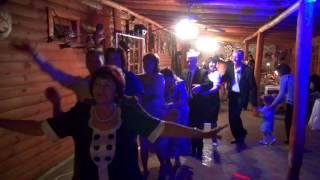 Гости зажигают на свадьбе