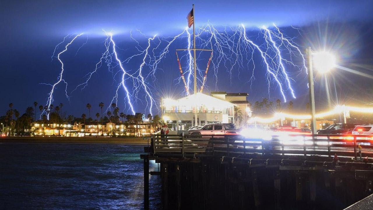 Shows In Los Angeles >> Lightning Creates Stunning Light Show In Los Angeles Youtube