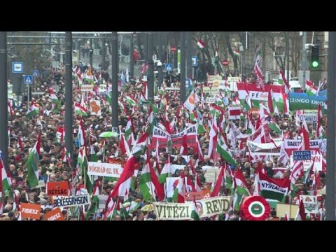 Mass pro-Orban demo before Hungary election