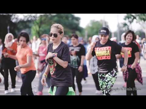 FLOBAMORA SELAMANYA #GOYANGVIRAL2019 Live Car Free Day Jln Eltari KUPANG NTT || LINE DANCE ||
