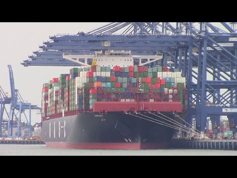 World's Largest Container Ship BARZAN (UASC) Unloads at Felixstowe, UK - Maiden Call (June 25, 2015)