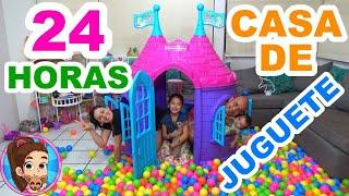 24 HORAS EN UNA CASA DE JUGUETE DE PLÁSTICO | CASTILLO // YESLY