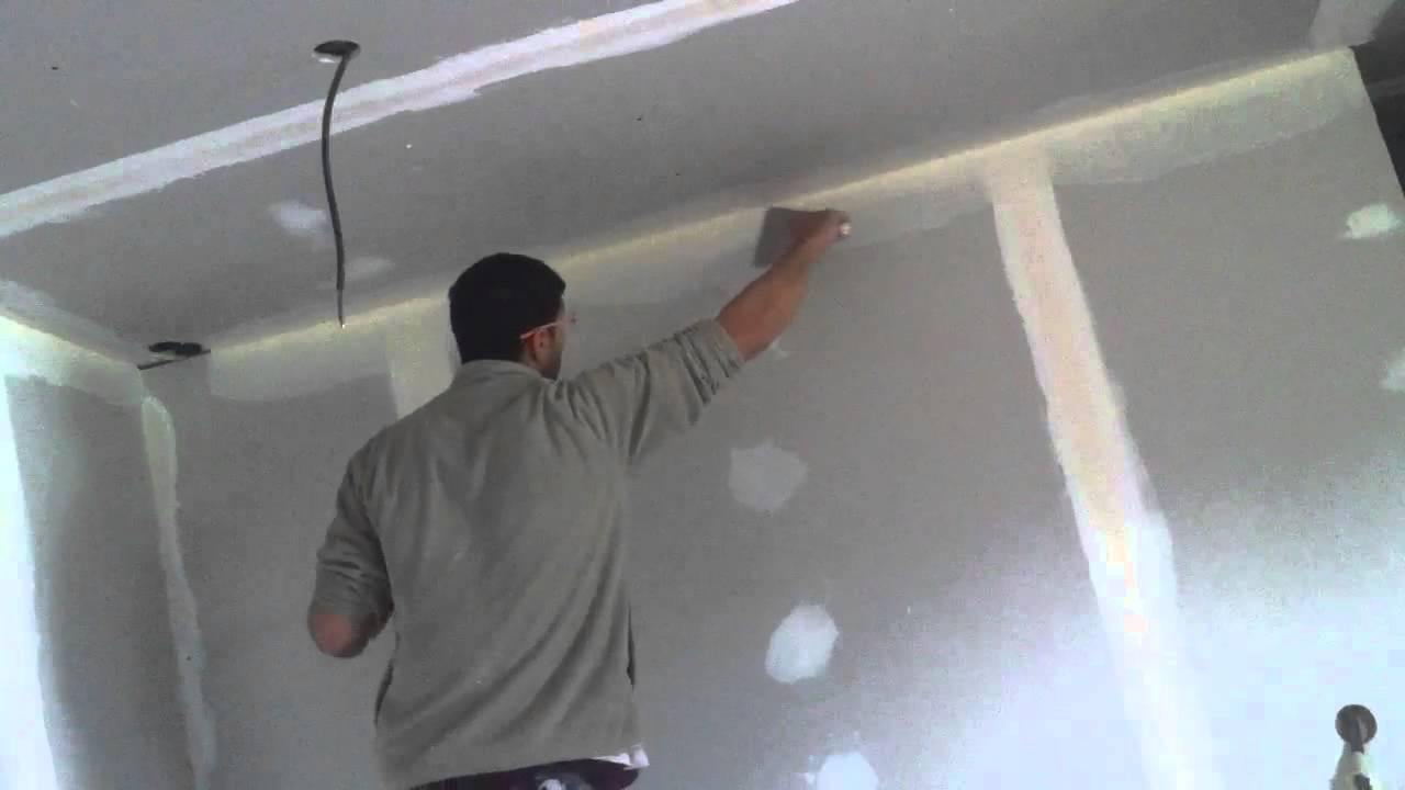 Plafond placo ba13 deuxi me tape la pose des suspentes by for Pose de faux plafond en ba13