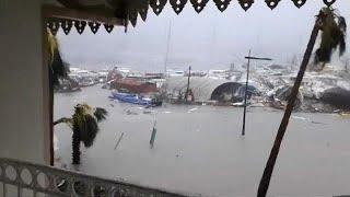 """Der tropensturm """"irma"""" hat in karibik schwere schäden angerichtet. wie hier auf teils zu frankreich und den niederlanden gehörenden insel st..."""