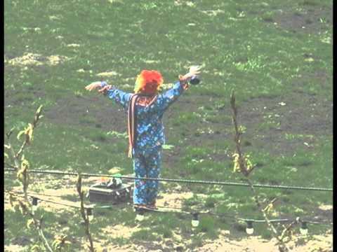 Одинокий веселый клоун