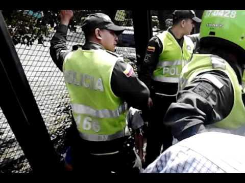 Ladrones capturados en el jardin botanico medellin youtube for Bodas en el jardin botanico medellin