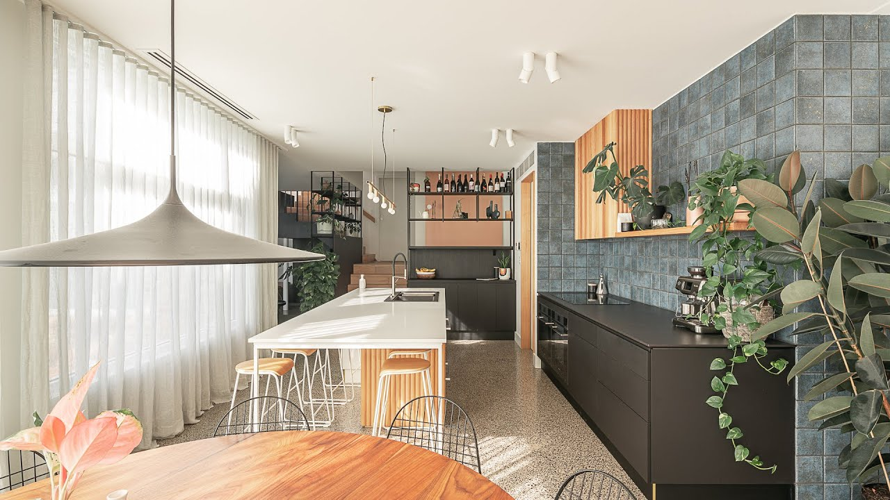 A Quirky and Colourful, Yet Refined Family Home for the Architect's Sister