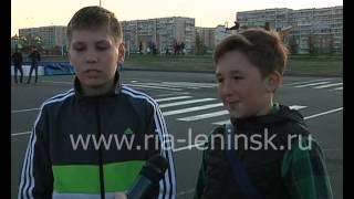 Более сотни жителей Ленинска-Кузнецкого украсили площадь им. Мазикина красной звездой