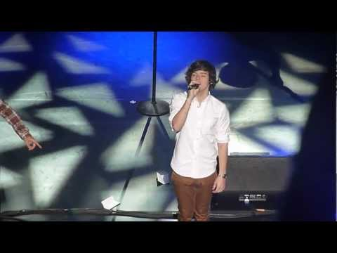 Use Somebody - One Direction [NYC 5.26.12]