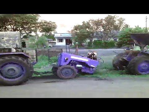 चलता हुआ ट्रैक्टर बीच से टूट गया Tractor broken Down into Two Parts