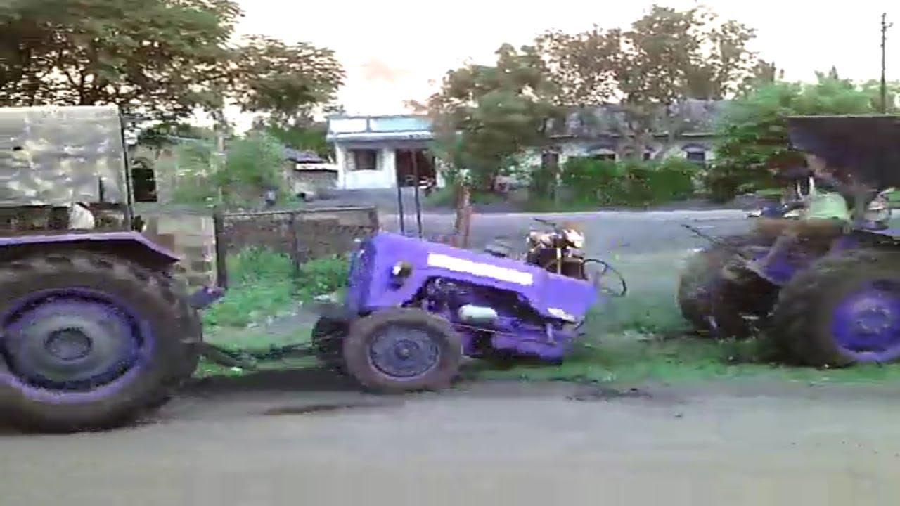 Tractor Broke Down : चलता हुआ ट्रैक्टर बीच से टूट गया tractor broken down into