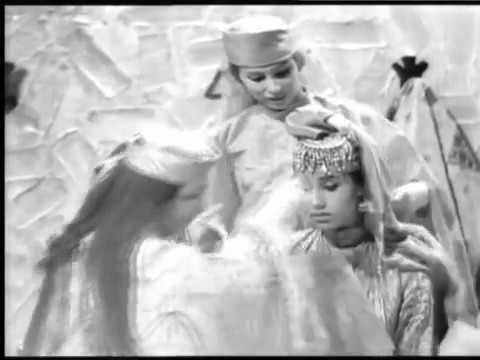 """КОШЧИНОН""Бухарский традиционный старинный обряд.""Qoshchinon""Bukharian traditional ancient rite.بخار"
