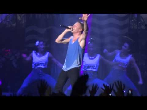 Macklemore & Ryan Lewis - Can't Hold Us feat. Ray Dalton (Live)