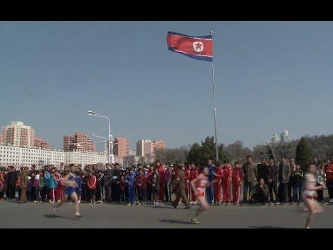 Spectators, Runners Crowd Pyongyang Streets for Marathon Race