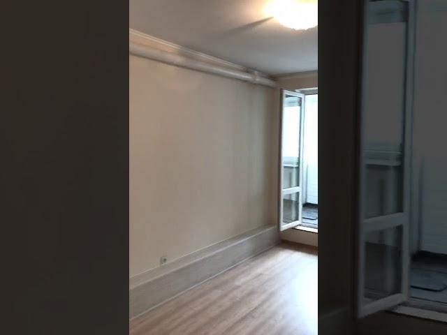 Смотреть видео Кухня на балконе в студии