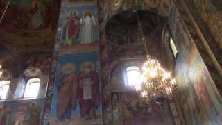 Gambar cover Pietarissa kirkko verenpäällä Komea on maalauksiltaan.