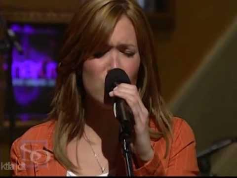 Mandy Moore - Drop The Pilot (Live @ Sharon Osbourne 20040116)