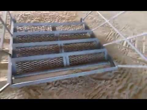 Лестница с просечно-вытяжного листа.