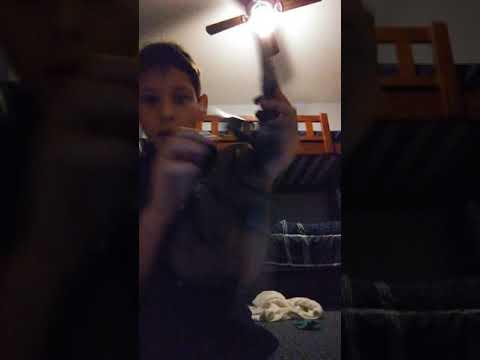 A Nightmare on elm street  Freddy Krueger glove gant review(2)