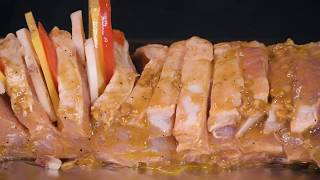 """Мясо в духовке """"Гармошка"""": ароматная свинина запеченная в духовке"""