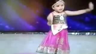 anak kecil asal inggris ini pintar menari india