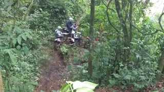 Trilheiros de Ipuiuna com Roberto Procópio em uma trilha 01 2105