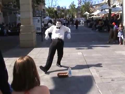 Perth Street Performer Slow Motion and Magic Trick