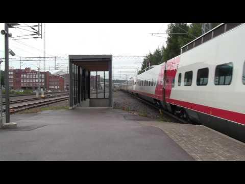Sm3 TuplaPendo S7 lähtee Lahdesta Kouvolaan. Pendolino train S7 departs Lahti