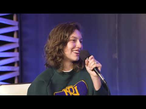 KING PRINCESS BEING A GAY LEGEND FOR 7 MINUTES STRAIGHT